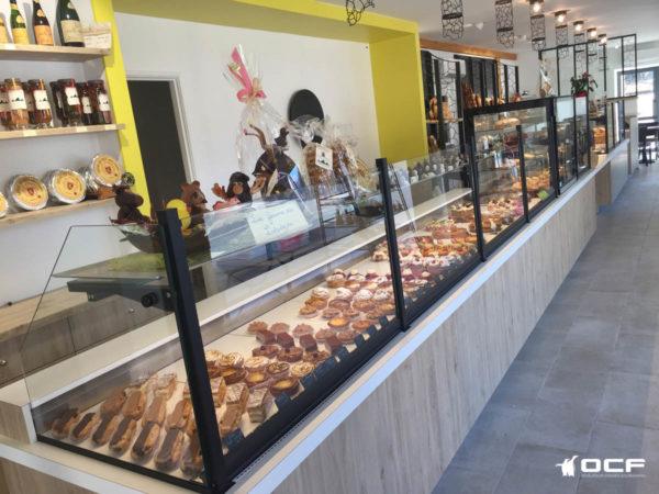 Pâtisserie des Lacs - 12410 Salles Curan - Vitrine rérigérée OCF